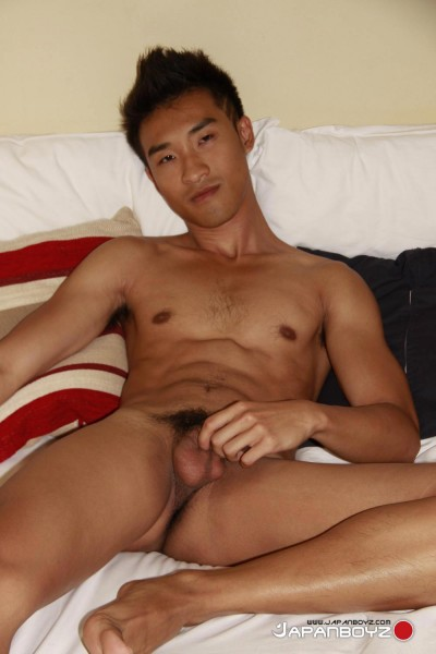 naked-asian-male